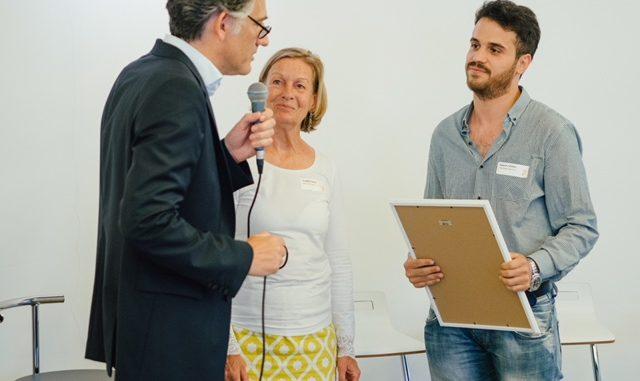 Matthias Langenohl (Eversfrank Gruppe) und Angelika Willigerod-Bauer & Hussam AlZaher vom Flüchtling-Magazin. Foto: Eversfrank Gruppe