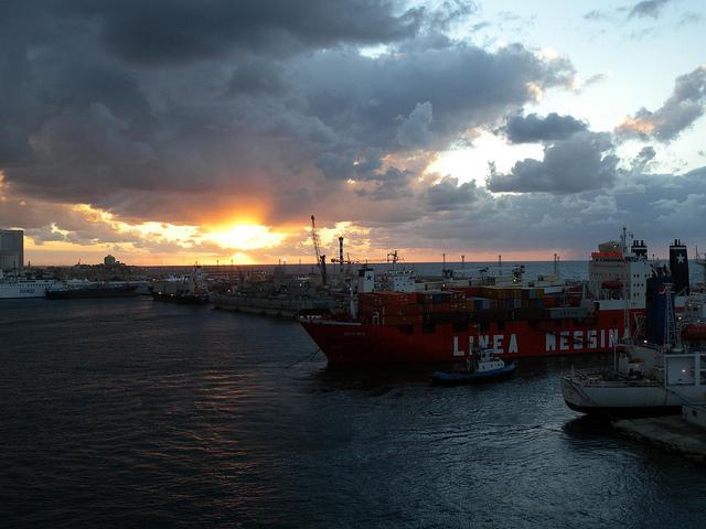 Der Hafen von Tripolis in Libyen. Foto: Tauralbus via flickr unter CC BY 2.0 Lizenz
