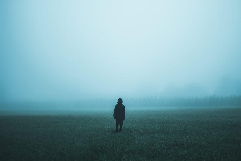 Der Kampf gegen die Erinnerungen kann schwer sein. Foto: Jakub Kriz via Unsplash unter CC0 Lizenz