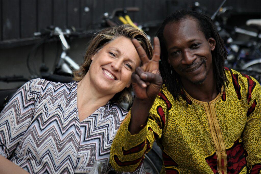 Stephanie Bangoura mit einem ihrer Musiker
