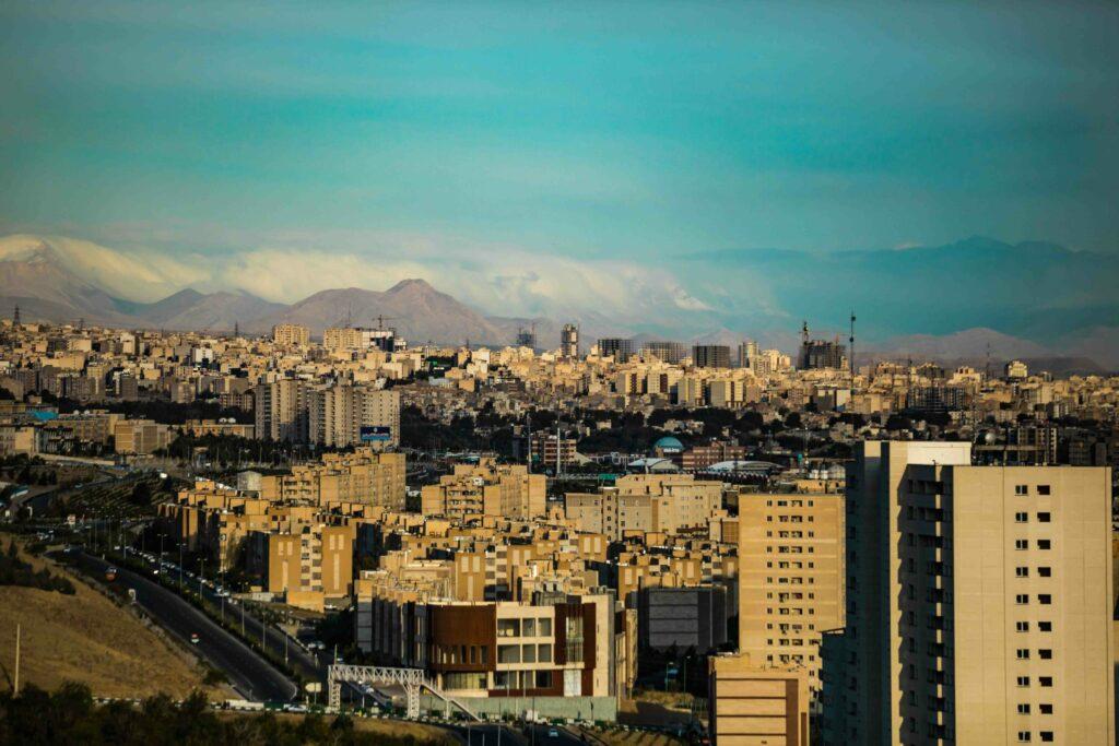 Teheran, die Hauptstadt des Irans. Foto: Hadi Yazdi Aznaveh via Unsplash unter CC0-Lizenz