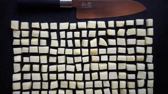 Kartoffeln Messer. Foto:Eugenia Loginova.