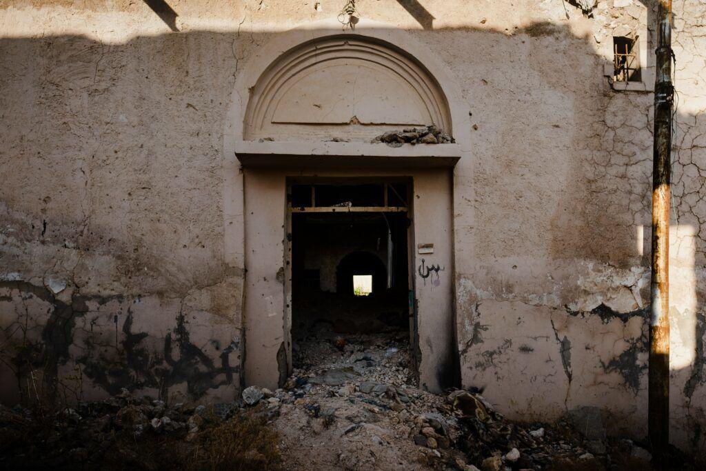 Jesida hat nach dem Krieg mit dem Islamischen Staat das alte Haus in Shingal (Singar) ruiniert.