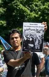 Mohammad Aghaei demonstriert u.A. für eine frei Wahl